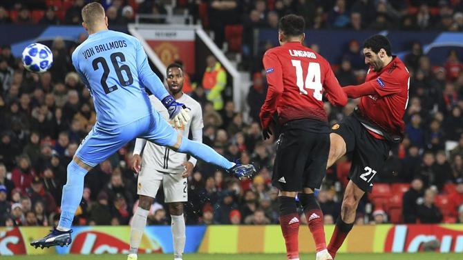 A BOLA - Fellaini dá oitavos de final ao Manchester United (Liga dos ... 8ba6986ff0778
