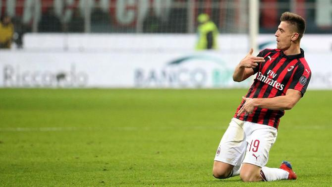 A BOLA - Piatek brilha e Milan segue em frente (Taça de Itália) 31e38b43fdede