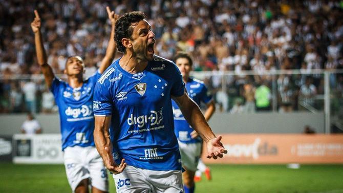https://www.abola.pt//img/fotos/ABOLA2015/FOTOSDR/2018/MineiroCruzeiroDR.jpg