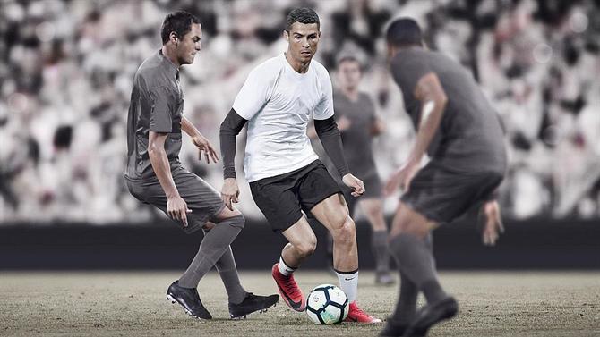 A BOLA - Cristiano Ronaldo estreia novas botas (vídeo) (Juventus) 4bbbdd3dcd3e5