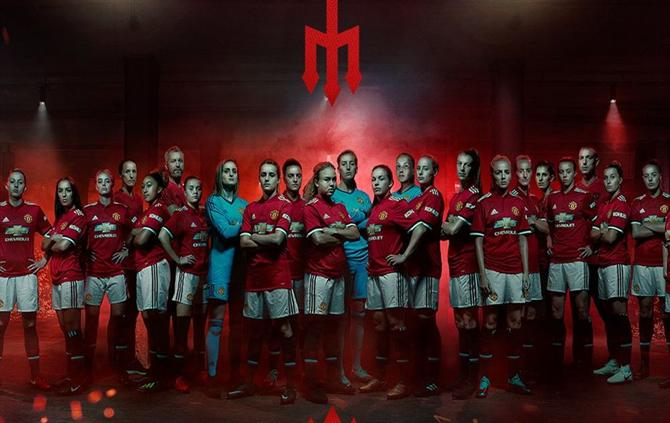 A bola manchester united apresenta equipa para 20182019 futebol manchester united apresenta equipa para 20182019 stopboris Image collections