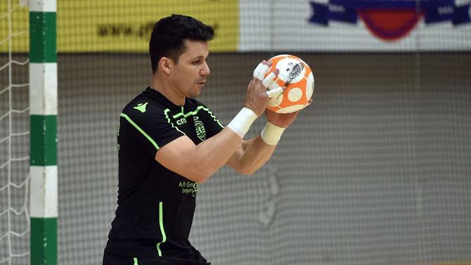 65488258f8 A BOLA - Guarda-redes do Sporting candidato a melhor do mundo em ...