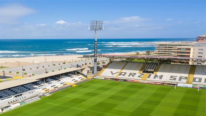https://www.abola.pt//img/fotos/ABOLA2015/VARZIM/Estadiodomardr.jpg