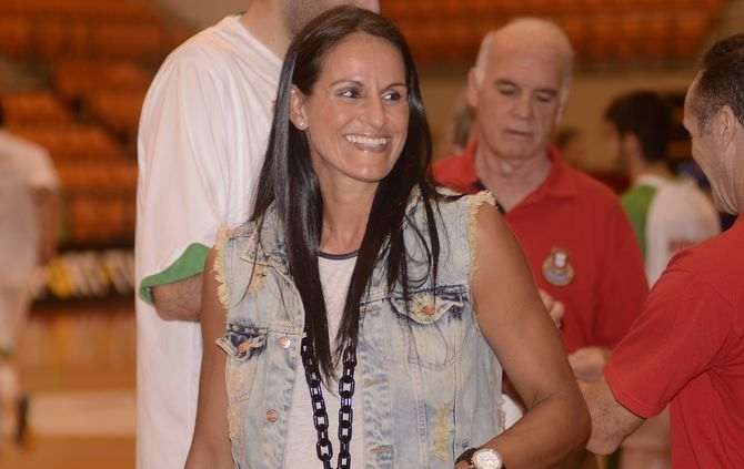 https://www.abola.pt//img/fotos/abola2015/BASQUETEBOL/TichaPenicheiro1.jpg