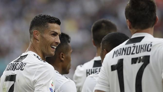 A BOLA - Ronaldo compara Juventus e Real Madrid (Juventus) e0f677a0a1df6