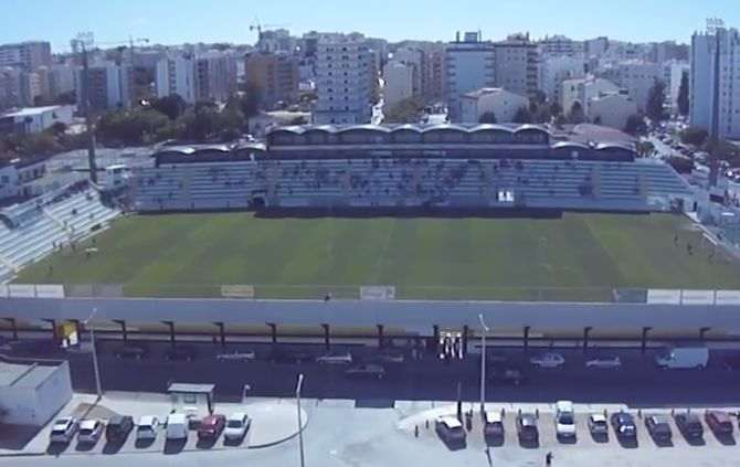 https://www.abola.pt//img/fotos/abola2015/PORTIMONENSE/estadioportimonense.jpg