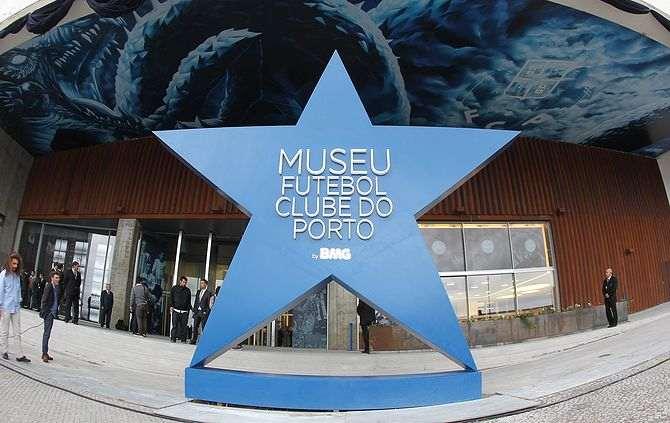 e979a0defb A BOLA - Museu recebe prémio (FC Porto)