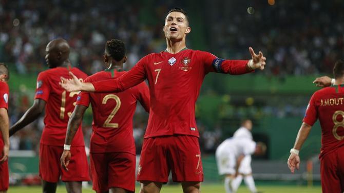 https://www.abola.pt//img/fotos/abola2015/SELECAO/2019/Ronaldoluxemburgo.JPG
