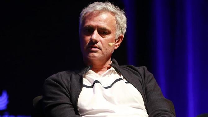 https://www.abola.pt//img/fotos/abola2015/TREINADORES/2019/Mourinho1.JPG