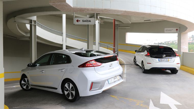 Autofoco - Hyundai Ioniq Electric Tech vs Nissan Leaf Tekna