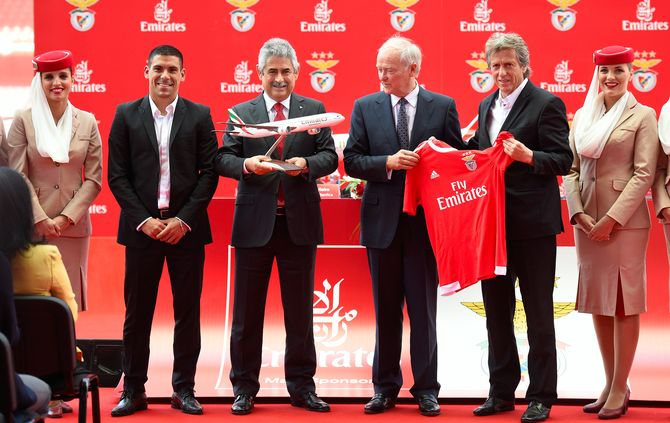 http://www.abola.pt/img/fotos/ABOLA2015/BENFICA/benficafly6.jpg