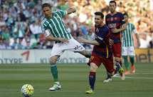Barcelona vence (2-0) Bétis em Sevilha e volta ao comando da Liga