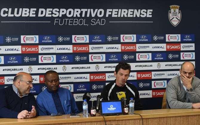 Nuno Manta Santos renova com o Feirense — OFICIAL