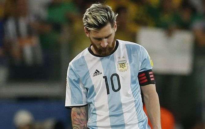 Messi é suspenso por 4 jogos nas Eliminatórias por xingar assistente brasileiro
