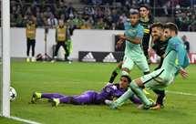 Piqué dá a vitória (2-1) ao Barça em Monchengladbach
