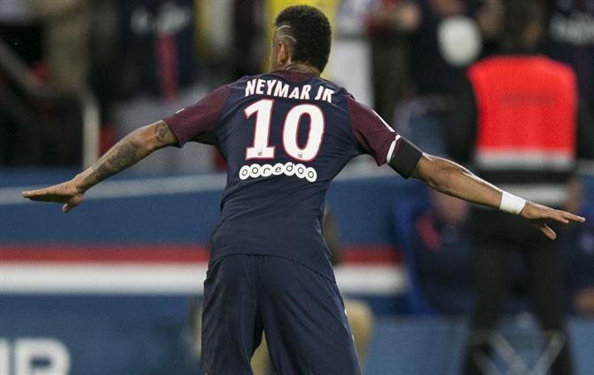 http://www.abola.pt/img/fotos/ABOLA2015/FOTOSAP/FRANCA/2017/Neymar3.jpg
