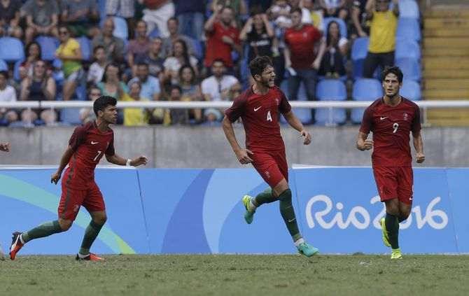 Portugal vence Honduras rumo aos