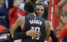 Westbrook e Harden (Foto AP)