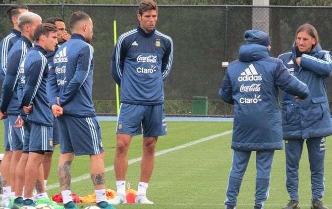 Tite diz que Sampaoli foi muito corajoso em assumir Argentina em risco