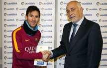 Messi eleito melhor jogador do mês pela primeira vez na carreira