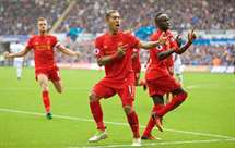 Liverpool vence Swansea (2-1)