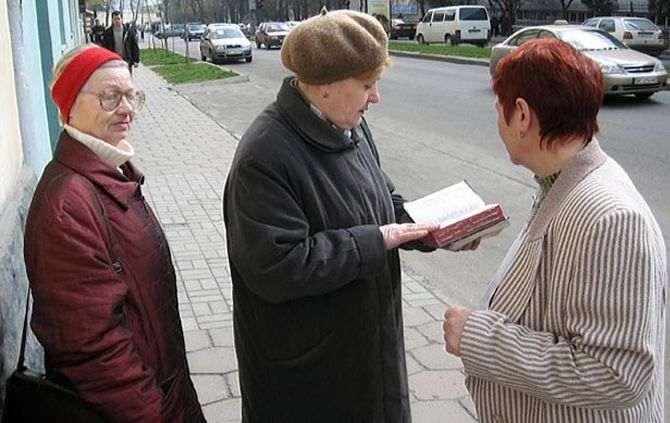 Rússia pondera banir Testemunhas de Jeová