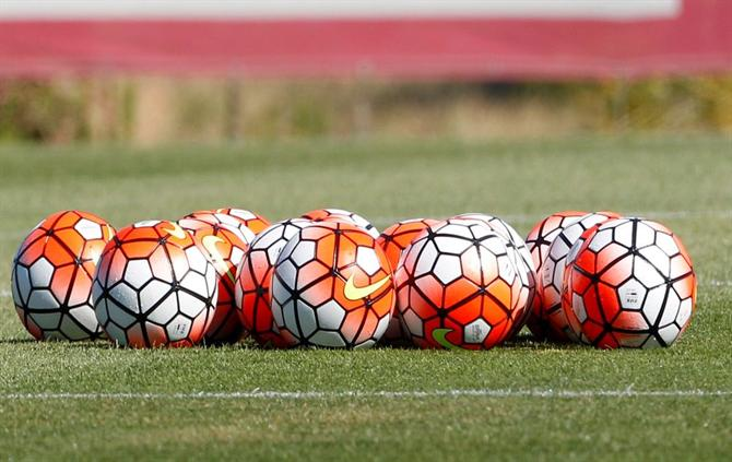 https://www.abola.pt/img/fotos/ABOLA2015/GENERICAS/2017/futebol2.jpg