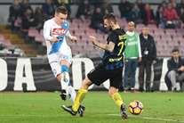 Nápoles goleia Inter de Milão (3-0) antes da Luz