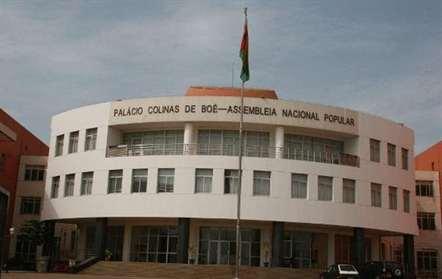 Comissão Permanente do Parlamento chumba pedido do governo para debate do seu plano de ação