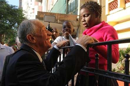 Marcelo Rebelo de Sousa recebe chave da cidade de Maputo
