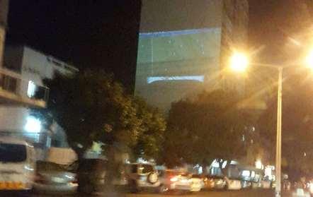 Prédio transformado em tela no centro de Maputo para ver Portugal