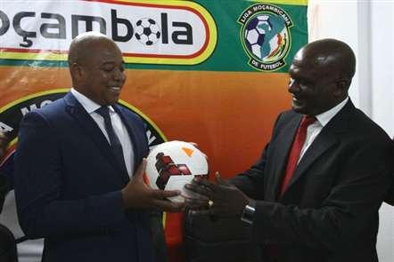 Presidente da Federação Moçambicana de Futebol na Assembleia-Geral da CAF