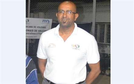 Kalid Cassam no Porto para criar associação das federacões de voleibol da CPLP