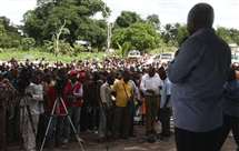 Filipe Nyusi durante um encontro com a comunidade moçambicana em Nairobi