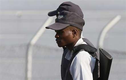 Cidadão sul-africano detido na posse de 14 300 rands falsos