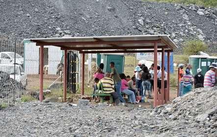87 mineiros resgatados dos escombros após colapso de galeria