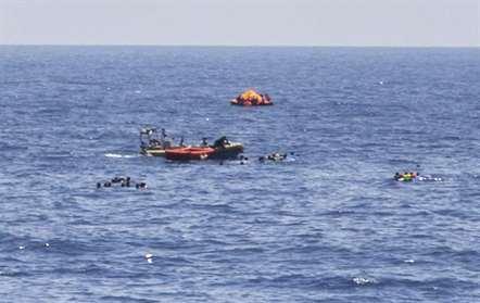 Quatro refugiados resgatados no canal da Mancha