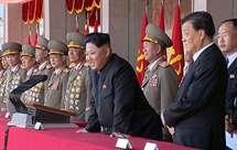 Kim Jong-un (ao centro) é o o líder da Coreia do Norte