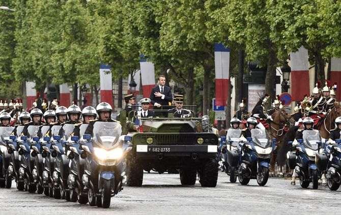 Macron assume a presidência e promete uma França 'forte'