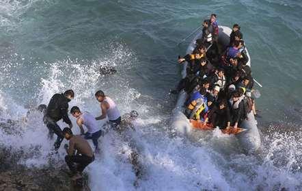 Resgatados 29 imigrantes ao largo da costa espanhola