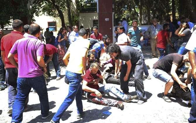 Atentado terrorista: Pelo menos 27 mortos na explosão junto à fronteira com a Síria