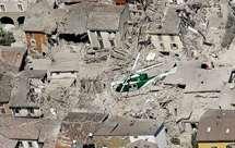 Várias cidades ficaram em ruínas (Foto: Gregorio Borgia/AP)