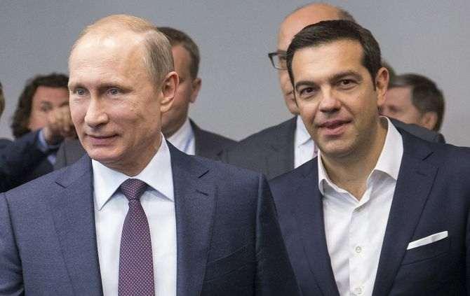 Vladimir Putin, à esquerda, e Alexis Tsipras, à direita