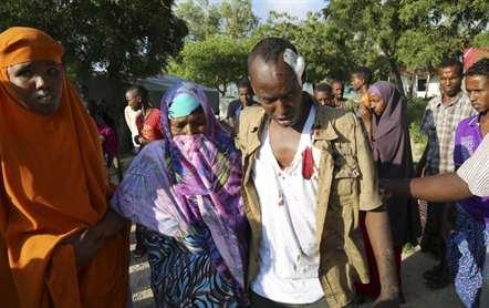 Terroristas disparam indiscriminadamente e fazem reféns num hotel de Mogadíscio