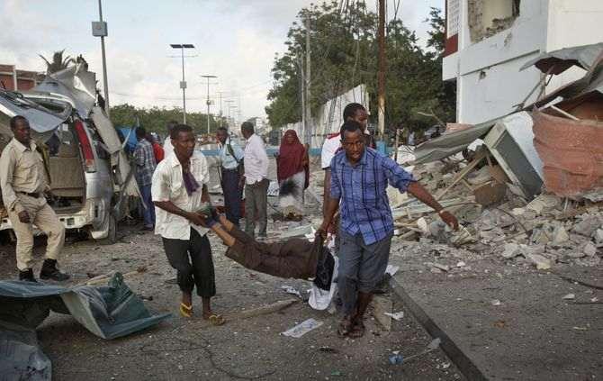 Explosão de carro junto ao palácio presidencial em Mogadíscio