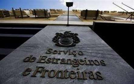 Dois homens detidos com passaportes falsos