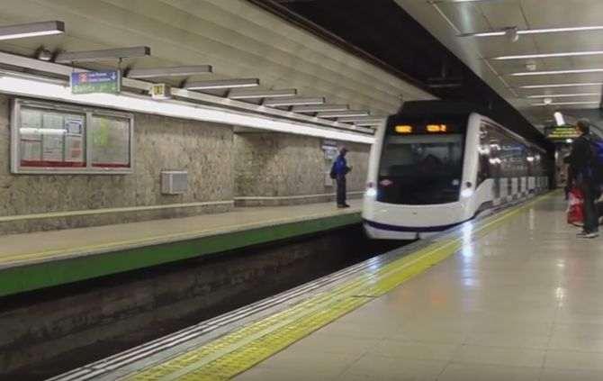 Aventura no metro deixa rapaz de 13 anos sem pernas — Vídeo