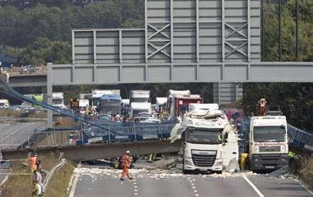 Ponte para peões colapsou em Kent; apenas um ferido a registar