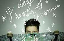Cruz Beckham lançou o single `If everyday was Christmas`