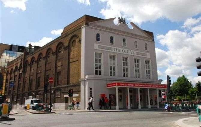 Teatro em Londres evacuado devido a ameaça de bomba